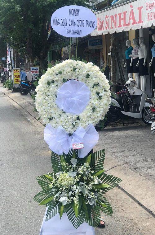 Vong hoa tang mau trang